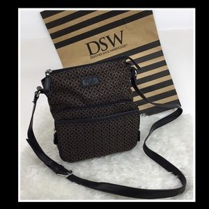 RELIC BLACK AND BROWN CROSSBODY PURSE
